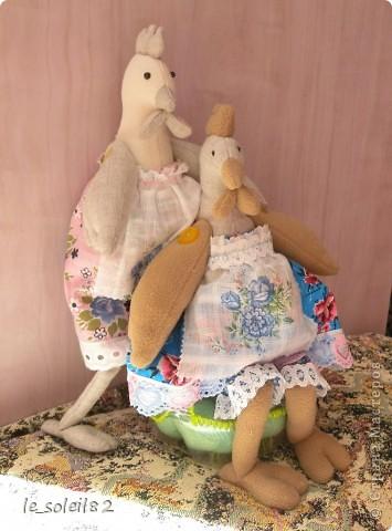 Заранее начинаю готовится к Пасхе. Сшила двух курочек в стиле Тильда. Одну для дочи, одну для подарка. Поедет жить в другой город. фото 6