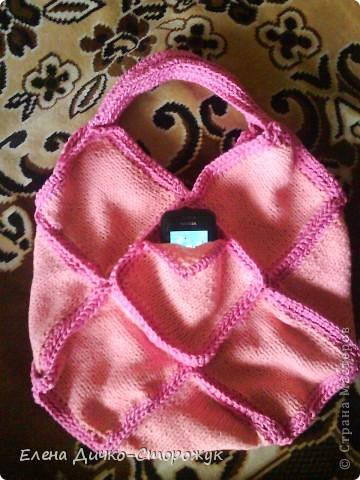 Это моя первая в жизни связанная сумка. Даже карман для сотового есть.  фото 1
