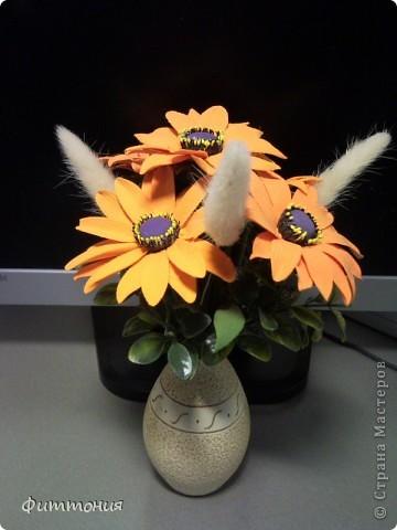 Букет из 5 Рудбекий, искусственной зелени и сухоцвета. фото 3