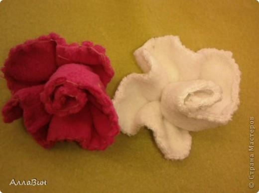 Осуществилась моя давняя мечта по пошиву цветов из ткани. А если конкретней, цветы шили из флиса и вельвета. фото 5