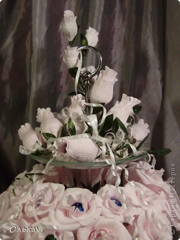 Фруктовницу украшала на заказ. Получилось 52 розы и 16 бутончиков. Результат, честно говоря, меня очень радует. фото 2