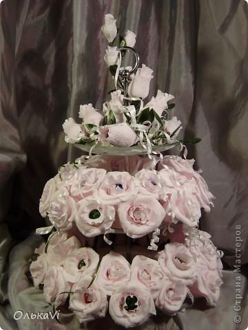 Фруктовницу украшала на заказ. Получилось 52 розы и 16 бутончиков. Результат, честно говоря, меня очень радует. фото 1