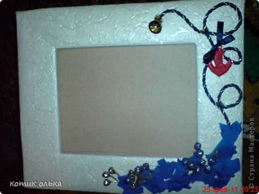 Обычная невзрачная рамочка переделана в симпатичную к 23 февраля для дедули и рамочка своими руками на Новый год для кумы. фотографировать только учусь,попробую делать фото лучше. фото 2