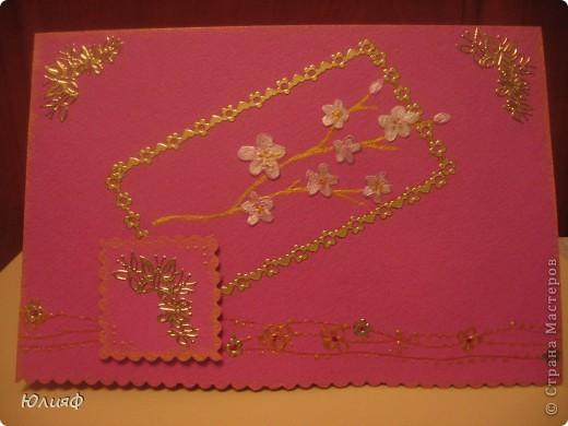 Здравствуйте. Надо было запоздало поздравить сестру с 8 марта + очень хотелось попробовать сделать открытку по скетчу... Результат перед вами. Материалы: бумага для пастели, краска акриловая и гуашь, наклейки, скотч объемный, контур Декола, гелевые ручки фото 1