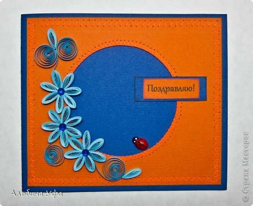 """Сотворила две открыточки. Захотелось чего -то спокойного и не перегруженного. Так сказать """"минимализм"""" в открытках. За основу в этой открытки взята цветная, акварельная бумага. Подложку отстрочила машинной строчкой """"зиг-заг"""". Краешки надписи затонировала штемпельной подушечкой.   фото 1"""