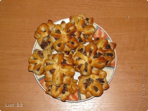Вот такие вот слоечки я увидела у Наташи http://stranamasterov.ru/node/166287#comment-1337871. спасибо ей большое за рецепт. Оформление мне очень понравилось. фото 3