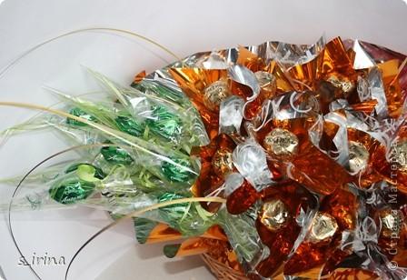Это корзинка подснежников для молодой женщины.  Высота 60 см, длина-45 см, 29 конфет  фото 5