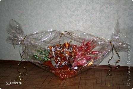 Это корзинка подснежников для молодой женщины.  Высота 60 см, длина-45 см, 29 конфет  фото 7