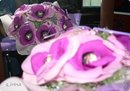 Это корзинка подснежников для молодой женщины.  Высота 60 см, длина-45 см, 29 конфет  фото 10