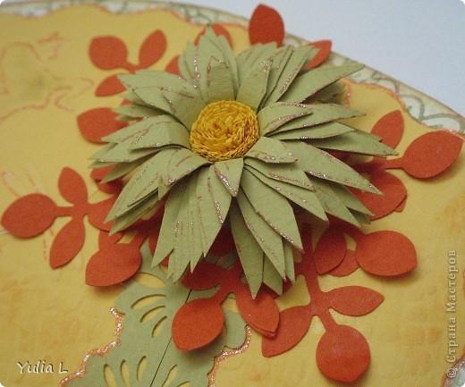 """Основа открыток - бумага для акварели, по краю тонированная штемпельной подушечкой. Верхний слой - тисненная бумага для пастели.  Украшения - """"дырокольные"""" листья, квиллинговые цветы, ажурная полоска.  фото 5"""