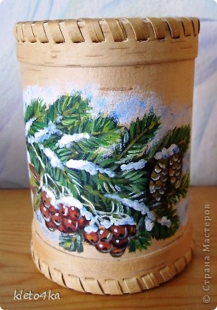 Как приятно рисовать на поверхности бересты!Она такая тёплая, нежная и приятная!Пахнет лесом и летом!Эти белочки , птички  и веточки выполнены акриловыми красками.Ещё очень помогает в этом творчестве поролон,нужная вещь для снега!))) фото 3