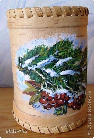 Как приятно рисовать на поверхности бересты!Она такая тёплая, нежная и приятная!Пахнет лесом и летом!Эти белочки , птички  и веточки выполнены акриловыми красками.Ещё очень помогает в этом творчестве поролон,нужная вещь для снега!))) фото 4