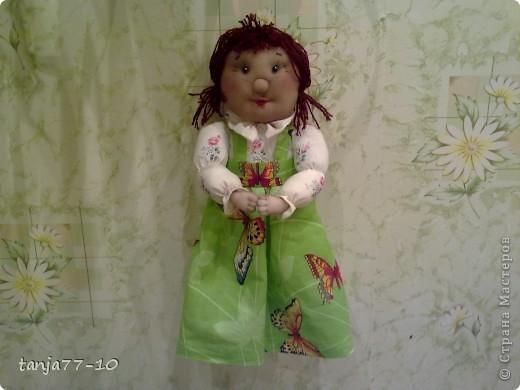 Надоели скучные крючки для полотенец.Решила сделать помощницу в хозяйстве.Хоть посуду она и не вымоет,зато всегда полотенце даст- руки вытереть. фото 2