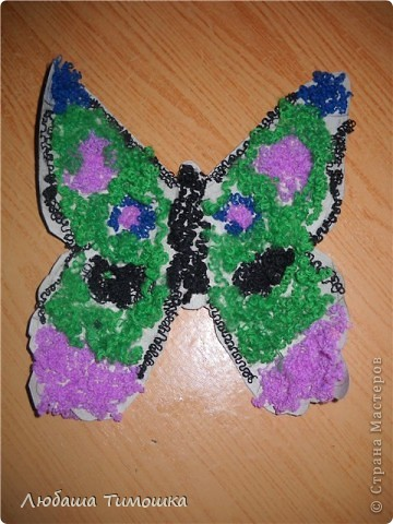Шаблон  из картона обклеен шерстяными нитками Это самая посленяя бабочка которую ребенок сделал фото 3