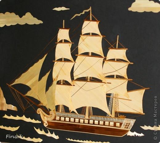 Корабль уже раз был выполнен, но картина получилась пустой. В этой работе, по играла немного с цветами и с направлением  соломенных лент, добавила фона, думаю, получилось неплохо, но судить  ВАМ.  фото 1