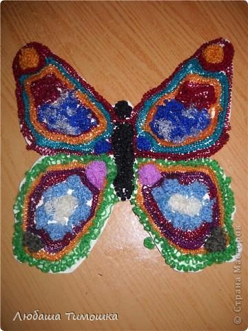 Шаблон  из картона обклеен шерстяными нитками Это самая посленяя бабочка которую ребенок сделал фото 1