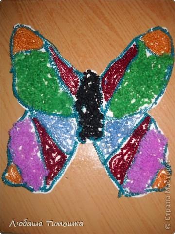 Шаблон  из картона обклеен шерстяными нитками Это самая посленяя бабочка которую ребенок сделал фото 2