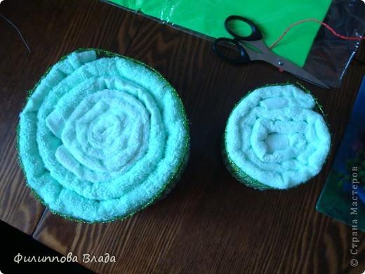 К весенним праздникам множество раз пересмотрела в Инете идеи с пироженками, суши и тортиками из полотенец и салфеток. Воплотить идею удалось только сейчас. Собирается легко-главное собраться с духом. фото 2
