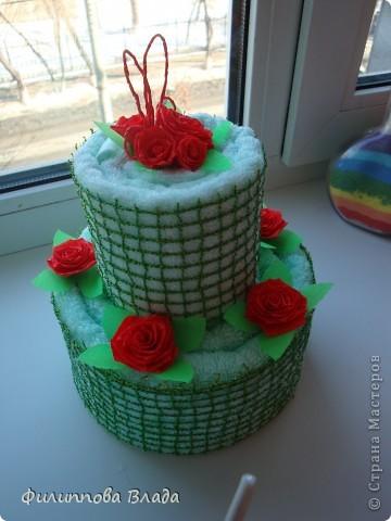 К весенним праздникам множество раз пересмотрела в Инете идеи с пироженками, суши и тортиками из полотенец и салфеток. Воплотить идею удалось только сейчас. Собирается легко-главное собраться с духом. фото 1