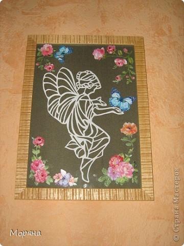 Подарок племяннице к 8 марта.  Цветы и бабочки- 3D наклейки, хорошо крепятся на стекло ( благодаря этому картина смотрится объёмно и необычно). Всё остальное (канва и вырезанная фея- под стеклом).
