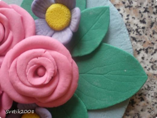 Моя первая и последняя цветочная работа из теста. Лепила конечно с удовольствием, но с полным убеждением, что красивые цветы могут получиться только из более тонкого и пластичного материала. фото 3
