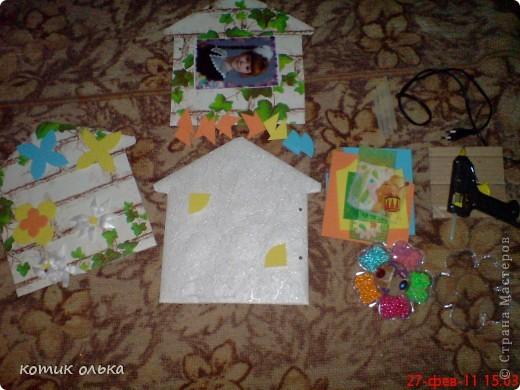 Вот такой подарок я решила сделать для сестры на день рождения. Альбом в виде домика, каждая страничка украшена по своему. Спасибо всем рукодельницам! Идеи черпала с нашего любимиго сайта. фото 11