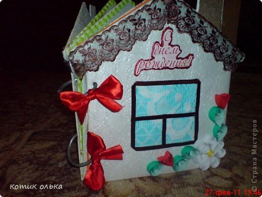 Вот такой подарок я решила сделать для сестры на день рождения. Альбом в виде домика, каждая страничка украшена по своему. Спасибо всем рукодельницам! Идеи черпала с нашего любимиго сайта. фото 1