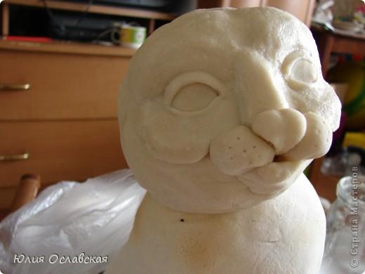 Вот такую кошечку я слепила в подарок. Будет красоваться в парикмахерской, радовать посетителей) Кошечка получилась немаленькая, 28 см высотой и весит 3,5 кг. фото 19