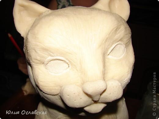 Вот такую кошечку я слепила в подарок. Будет красоваться в парикмахерской, радовать посетителей) Кошечка получилась немаленькая, 28 см высотой и весит 3,5 кг. фото 24
