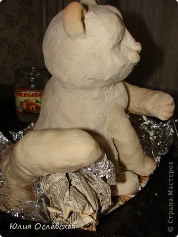 Вот такую кошечку я слепила в подарок. Будет красоваться в парикмахерской, радовать посетителей) Кошечка получилась немаленькая, 28 см высотой и весит 3,5 кг. фото 29