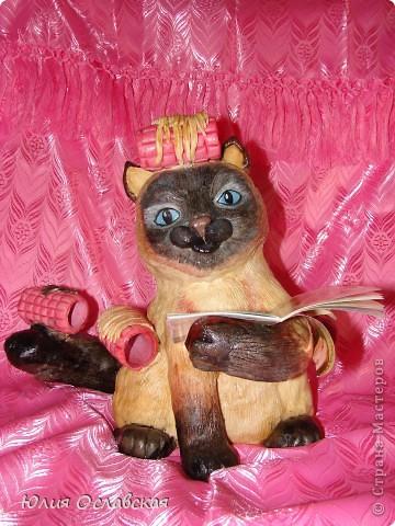 Вот такую кошечку я слепила в подарок. Будет красоваться в парикмахерской, радовать посетителей) Кошечка получилась немаленькая, 28 см высотой и весит 3,5 кг. фото 1