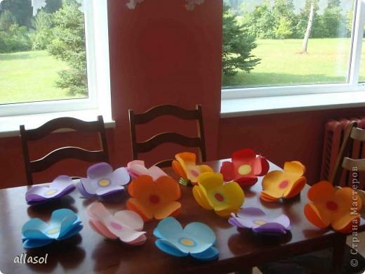 Такие цветочки делала для летнего лагеря. фото 2