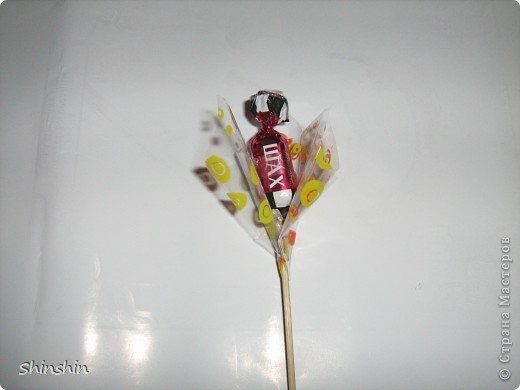 Мастер-класс: букет из конфет маме к 8 Марта! фото 12