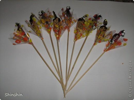 Мастер-класс: букет из конфет маме к 8 Марта! фото 13