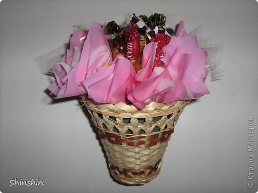 Мастер-класс: букет из конфет маме к 8 Марта! фото 14