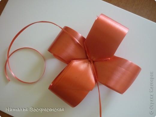 Великое множество бантов рукодельницы страны мастеров предлагают! хочу предложить еще один вариант - очень простой - для изготовления бантов на подарки! фото 9