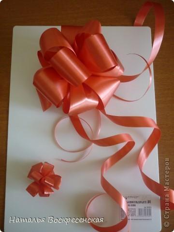 Великое множество бантов рукодельницы страны мастеров предлагают! хочу предложить еще один вариант - очень простой - для изготовления бантов на подарки! фото 12