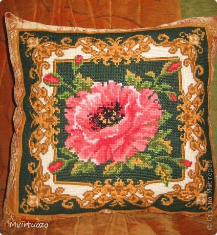 Вот такие подушечки получились у меня :) Сама вышивка - из наборов, а затем я покупала ткань Флок и оформляла думочки. фото 3