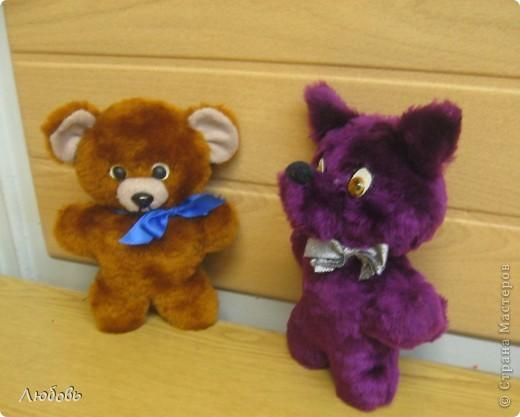 """Одна из тем моих занятий """"Топтыжки"""" - плоские игрушки из меха. Здесь используется одна основа - туловище и голова, а все остальное - разные детальки (уши, хвосты, мордочки) Это мой вариант мишки. А девочки определились со своими зверюшками и начали творить... фото 2"""