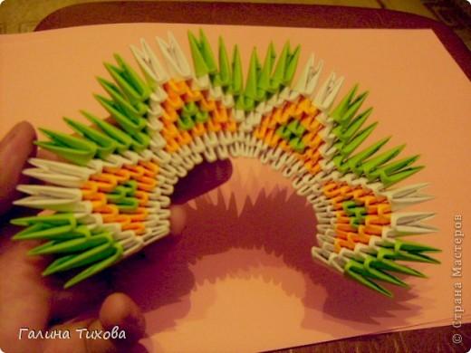 На создание такого павлина у меня пошло:1299 модулей: белых-347, оранжевых-337, зелёных-562, светло-зелёных-51, чёрных-1, красных-1. фото 12