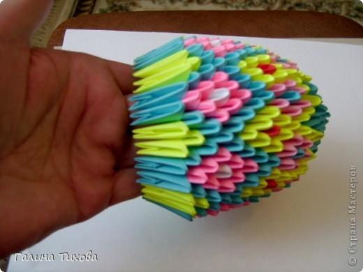 Для создания этой поделки мне понадобилось 932 модуля: голубых-398, розовых-294, жёлтых-216,красных-16, белых-8. фото 22