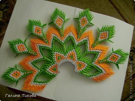 На создание такого павлина у меня пошло:1299 модулей: белых-347, оранжевых-337, зелёных-562, светло-зелёных-51, чёрных-1, красных-1. фото 37