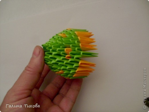 На создание такого павлина у меня пошло:1299 модулей: белых-347, оранжевых-337, зелёных-562, светло-зелёных-51, чёрных-1, красных-1. фото 45