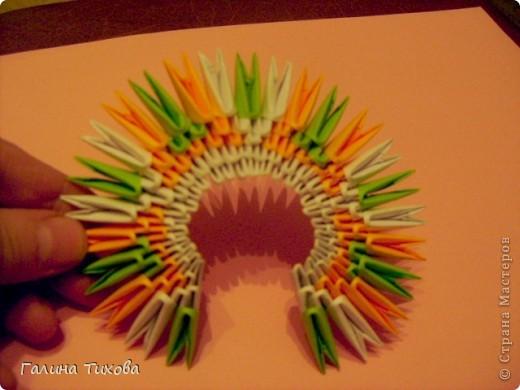 На создание такого павлина у меня пошло:1299 модулей: белых-347, оранжевых-337, зелёных-562, светло-зелёных-51, чёрных-1, красных-1. фото 9