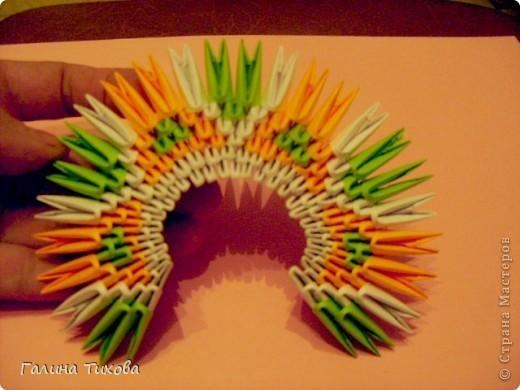 На создание такого павлина у меня пошло:1299 модулей: белых-347, оранжевых-337, зелёных-562, светло-зелёных-51, чёрных-1, красных-1. фото 10