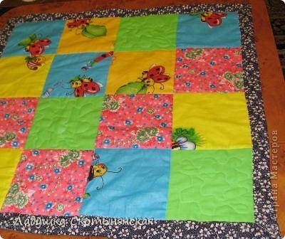 Моя мама сшила для девочки лоскутное одеяло. фото 2