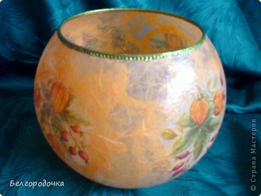 Вот такую вазочку сделала для сестры.Можно использовать как подсвечник.Моя первая работа на заказ. Использовалась стеклянная ваза,рисовая бумага,салфетка,контур,аква-лак,ПВА фото 2