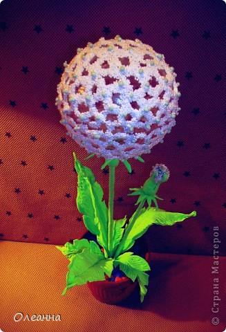 В основе одуванчика -  елочный пластиковый шар и  остатки шарикового пластилина  фото 1