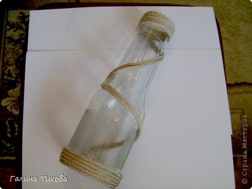 Для создания такого букета мне потребовались: макароны фигурные, клеевой термопистолет, провод трёхжильный, бутылка из под кетчупа, аэрозольная эмаль разных цветов. фото 12