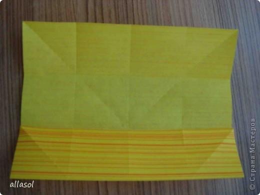 Увидела тюльпаны у Эрны  http://stranamasterov.ru/node/167678 . Очень захотелось сделать. Мои тюльпаны тоже гиганты. Размер квадрата 21х21см. Сделала их из подарочной бумаги. Хочу поделиться некоторыми дополнениями. фото 2